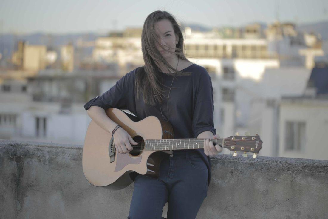 Κωνσταντίνα Πάλλα – Χάδια Δανεικά - MusicCorner.gr